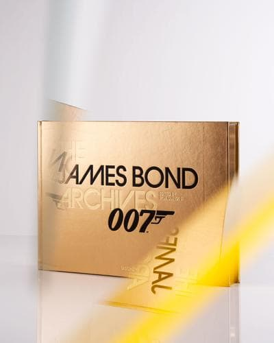"Signiertes Exemplar des limitierten Bildbands ""James Bond Archives"""